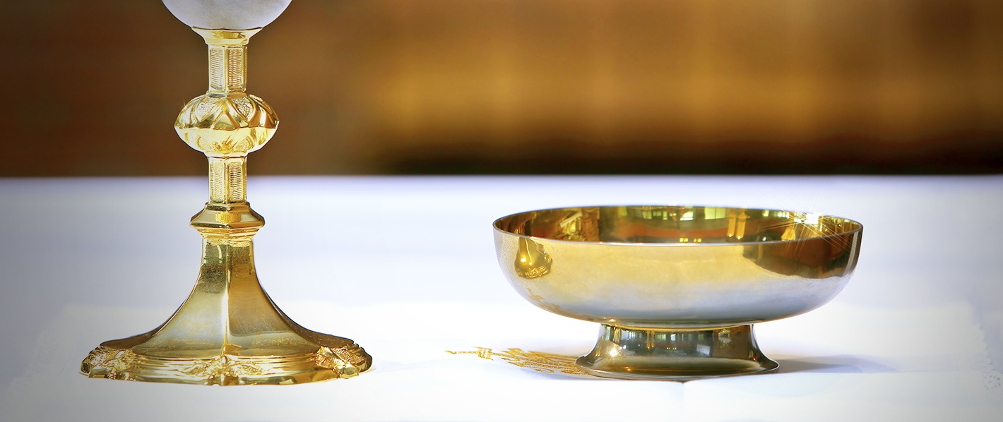 How-to-Arrange-the-Sacred-Vessels-for-Holy-Communion